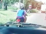 Srilanka Sexy girl get fun on road