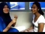 Sri Lankan lesbian girls kissing